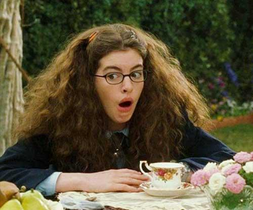 22 Daily struggles curly-haired girls understand
