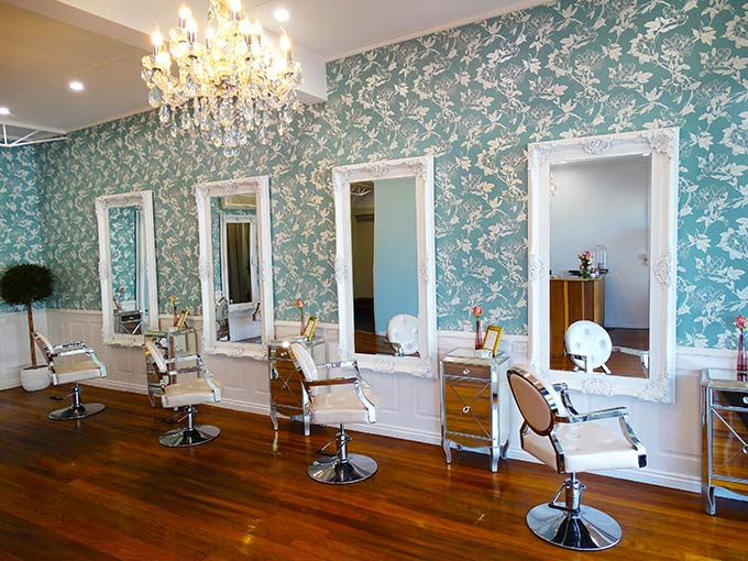 Sleek strand lovers rejoice! Brisbane is warmly welcoming the new, gorgeously glam Paul & Paul salon to Paddington. A truly indulgent escape where supreme customer service, luscious locks and mesmerising décor take centre stage.