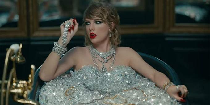 Unless you've been living under a rock, you'll know that Taylor Swift announced her album Reputation and released the single Look What You Made Me Do last week. Two days after the song dropped, Tay released the music video and We. Are. LOVING IT. Here are some of the thoughts we had while watching the Look What You Made Me Do music video: