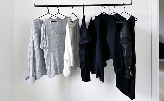 Monochromatic clothes rack